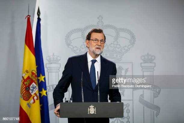 Spanish Prime Minister Mariano Rajoy speaks at a press conference following a crisis cabinet meeting over the Catalonian independence issue on...