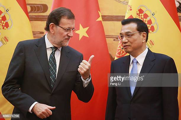 Spanish Prime Minister Mariano Rajoy talks with Chinese Premier Li Keqiang during a signing ceremony in the Great Hall of the People on September 25,...
