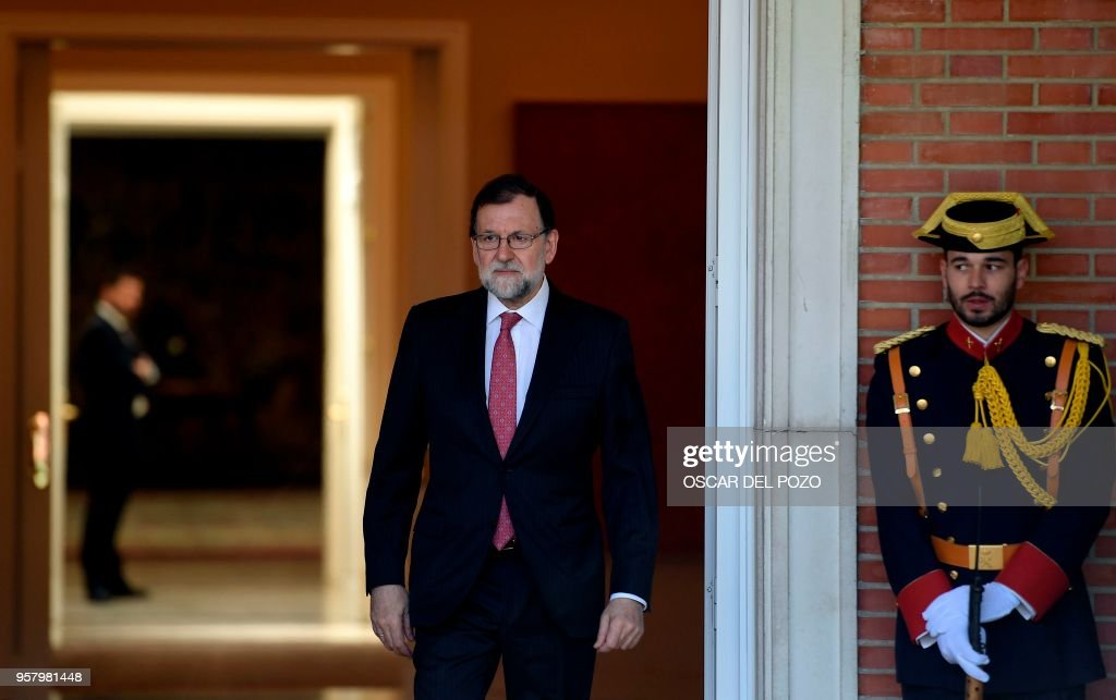 Spanish prime minister mariano rajoy waits to greet the colombian spanish prime minister mariano rajoy waits to greet the colombian president at the moncloa palace in m4hsunfo