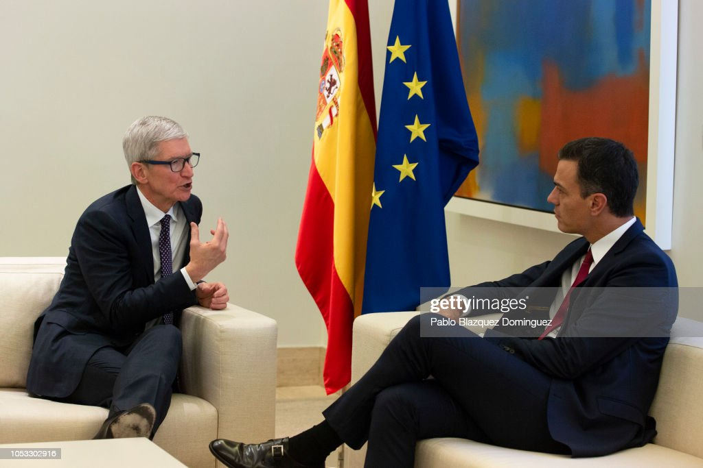 Pedro Sanchez Meets Apple CEO, Tim Cook, At Moncloa Palace : News Photo