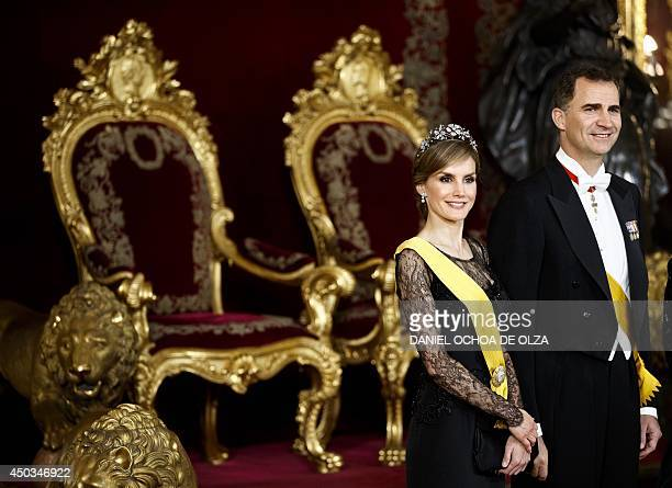 Spanish Princess Letizia and Spanish Crown Prince Felipe smile in the Throne room as they attend a welcome ceremony before a gala dinner for Mexico's...