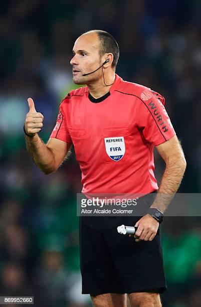 Spanish referee Antonio Miguel Mateu Lahoz reacts during the La Liga match between Real Betis and Getafe at Estadio Benito Villamarin on November 3...