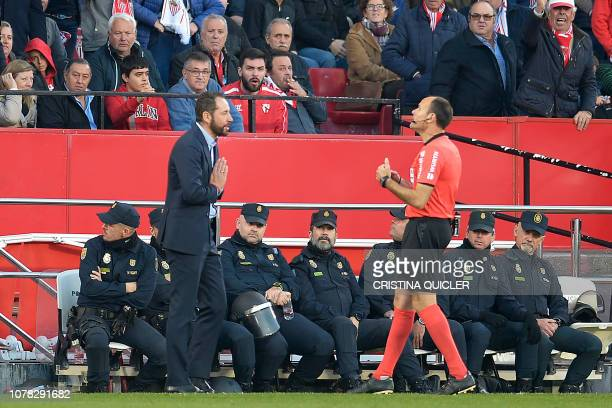 Spanish referee Antonio Miguel Mateu Lahoz speaks to Sevilla's Spanish coach Pablo Machin during the Spanish League football match between Sevilla FC...