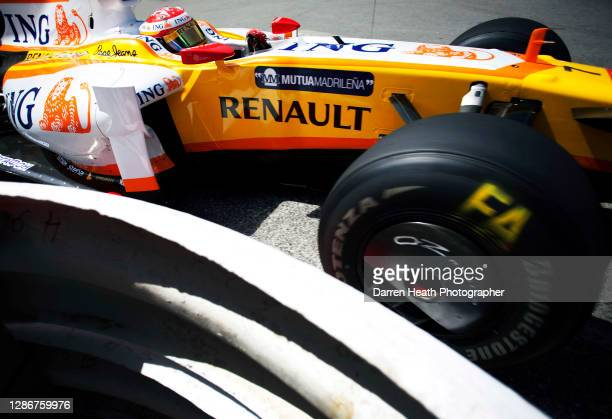 Spanish Renault Formula One driver Fernando Alonso driving his Renault R29 racing car during practice for the 2009 Monaco Grand Prix, Monte Carlo, on...