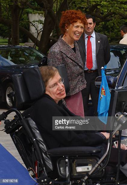Spanish Royals Crown Prince Felipe and Princess Letizia attend a meeting with Stephen Hawking at Villa Magdalena on April 12 2005 in Oviedo Asturias...