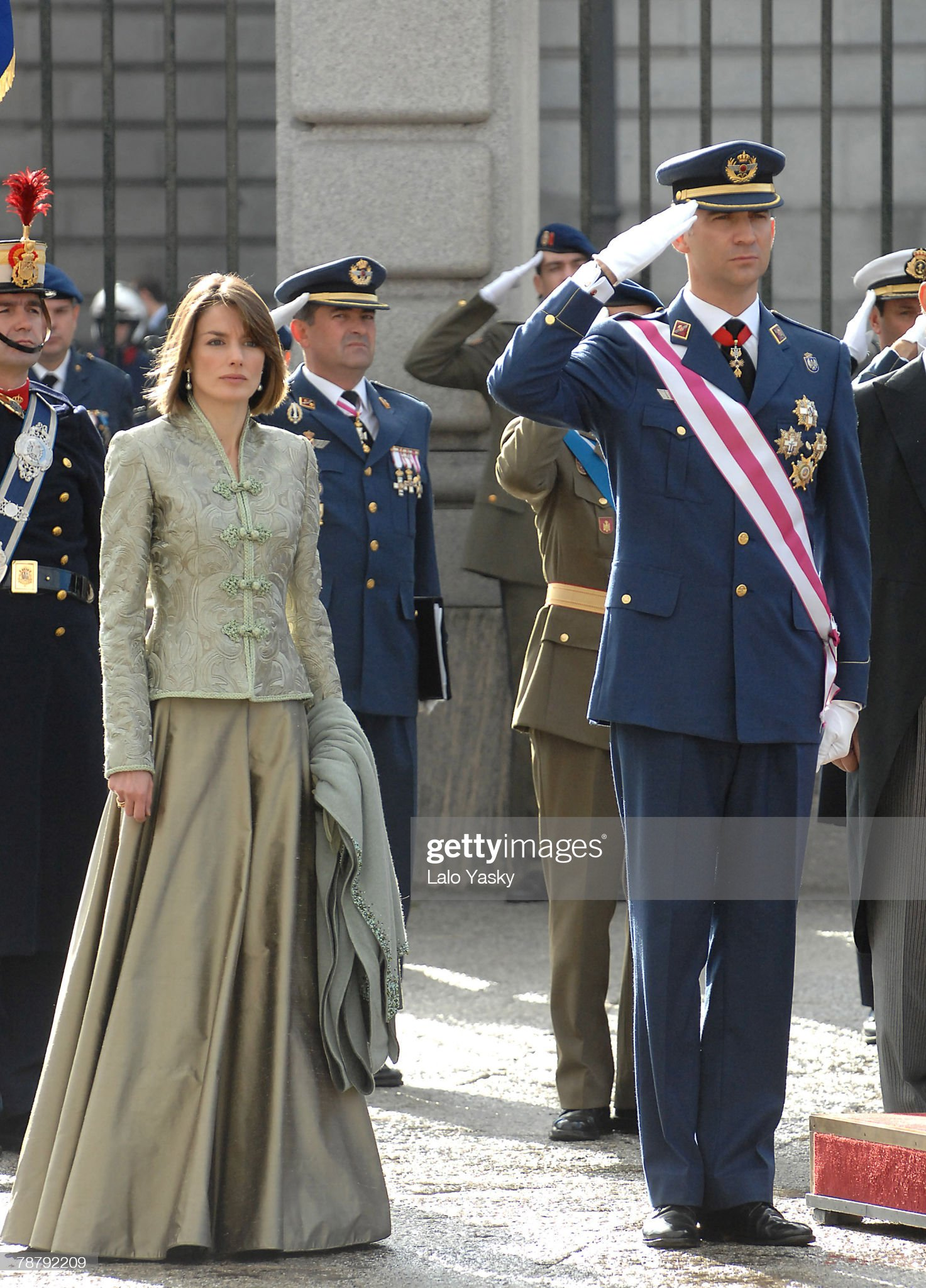 Вечерние наряды Королевы Летиции Spanish Royals Host New Year Military Reception : News Photo