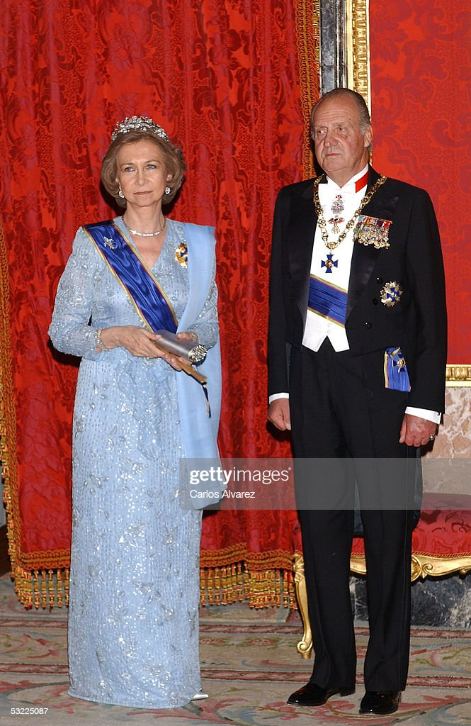 Spanish Royals King Juan Carlos and Queen Sofia welcome Colombian President Uribe and his wife with a gala dinner at the Royal Palace on July 11, 2005 in Madrid, Spain.