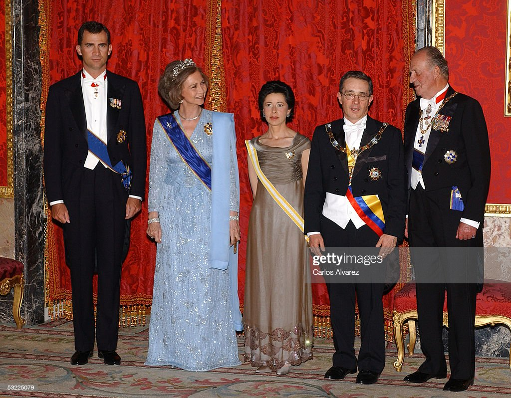 Spanish Royals Prince Felipe (L), King Juan Carlos (R) and Queen Sofia welcome Colombian President Alvaro Uribe (2nd R) and his wife with a gala dinner at the Royal Palace on July 11, 2005 in Madrid, Spain.