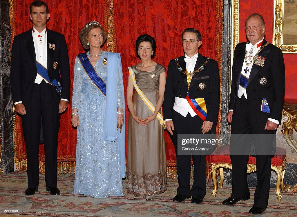 Spanish Royals Receive Colombian President : News Photo