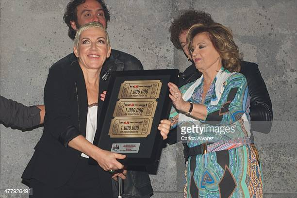 Spanish singer Ana Torroja receives from Maria Teresa Campos the Hoy No Me Puedo Levantar Triple Platinum Ticket award at the Coliseum theater on...
