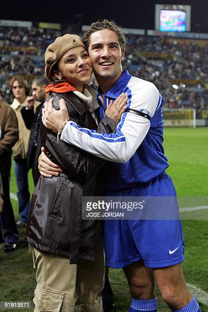 Spanish singer David Bisbal poses with his girlfriend Argentinian singer Chenoa during a friendly football match for undrug at the Madrigal stadium...
