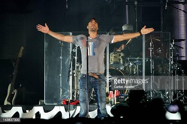 "Spanish singer Enrique Iglesias performs on stage at ""Palacio de los Deportes"" stadium on May 4, 2012 in Madrid, Spain."