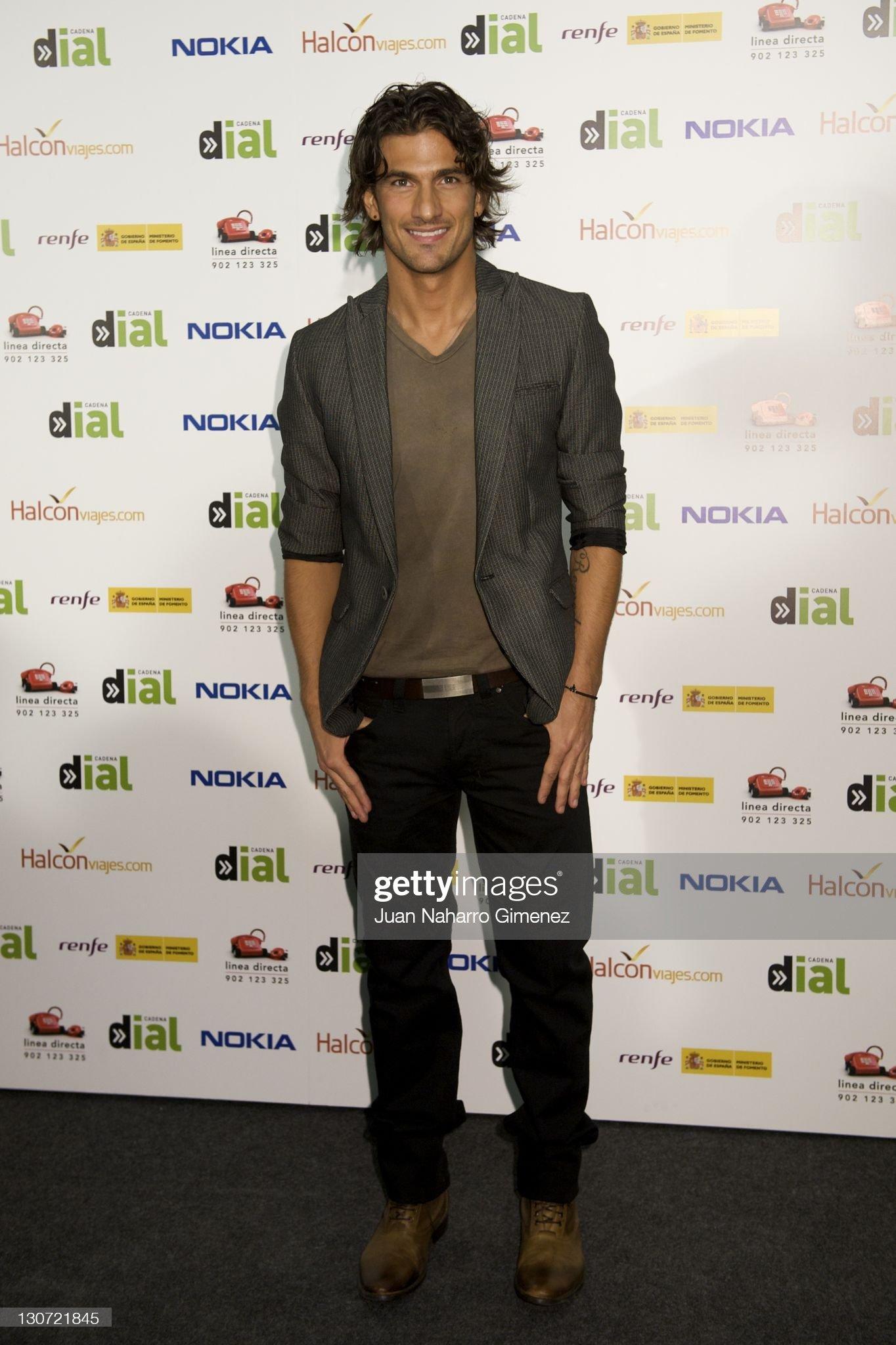 ¿Cuánto mide Hugo Salazar? - Altura Spanish-singer-hugo-salazar-attends-lo-mejor-de-aqui-y-de-alli-2011-picture-id130721845?s=2048x2048