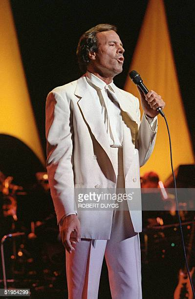 Spanish singer Julio Iglesias performs his first song at the Miami Arena 13 July 1988 The concert marked the grand opening of Miami's $525 million...