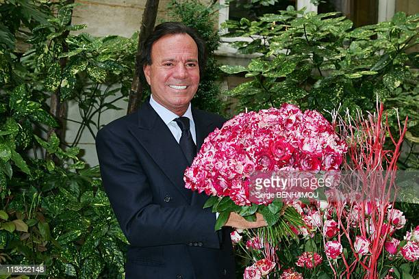 Spanish Singer Julio Iglesias Presents The Julio Iglesias Rose At The Ritz Hotel In Paris France On June 28 2007 Julio Iglesias