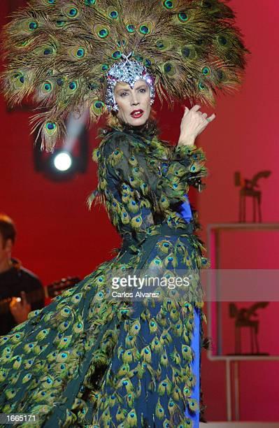 Spanish singer Maria Jimenez performs during the 49th ceremony Onda Awards November 28 2002 at the Tivoli Theater in Barcelona Spain The Onda Awards...