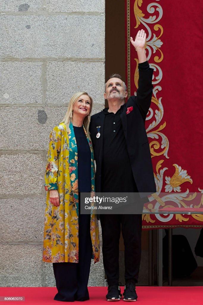 Spanish singer Miguel Bose (R) receives the 'Medalla Internacional de las Artes de la Comunidad de Madrid' from President of Madrid Cristina Cifuentes (L) at the Casa de Correos on July 3, 2017 in Madrid, Spain.
