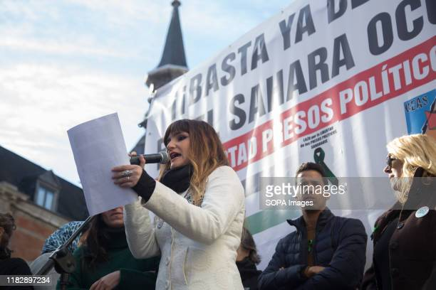 Spanish singer, Rozalen reads the final manifesto to protesters during the demonstration. Thousands of Saharawis arrive from all over Spain to demand...