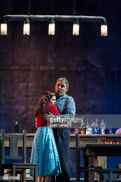 Spanish singers Sabina Puértolas and Angel Odena perform during the dress rehearsal of the 'zarzuela' 'La tabernera del puerto' by Pablo Sorozabal on...