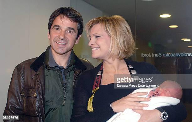 Spanish soprano Ainhoa Arteta and her husband Jesus Garmendia present their first baby Iker born January 20 on January 26 2010 in Barcelona Spain The...