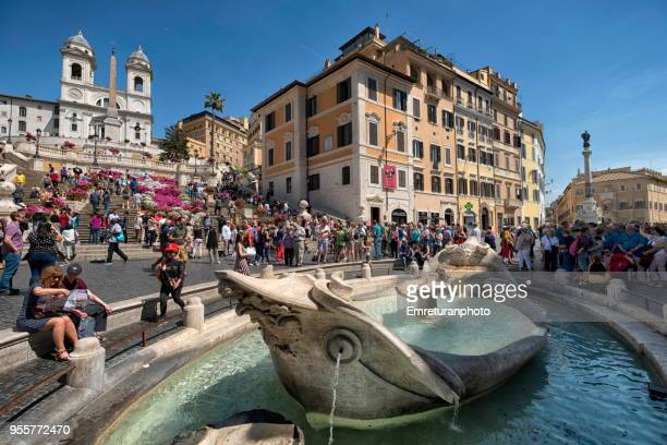 spanish steps and fountain with crowds on a sunny afternoon,rome. - emreturanphoto stock pictures, royalty-free photos & images