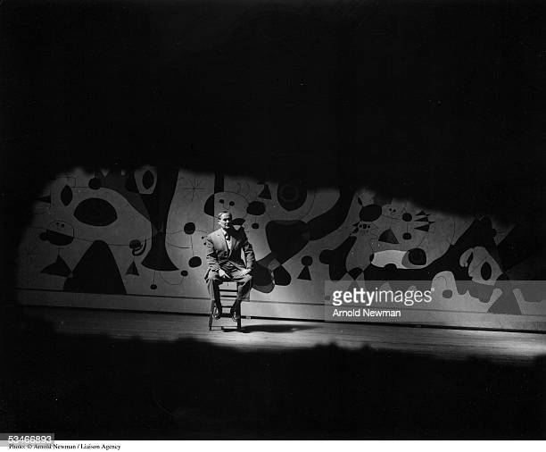 Spanish surrealist painter and sculptor Joan Miro August 27 1947 in New York City the mural was painted for a Gordon Bunschaft designed hotel in...