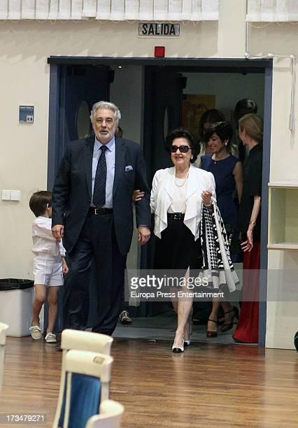 Spanish tenor Placido Domingo, his wife Marta Ornelas and his grandson attend a press conference before attending a dress rehearsal of Daniel Catan's...