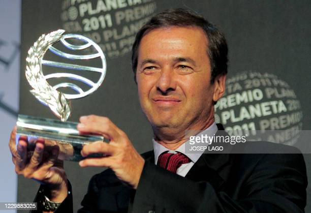 """Spanish writer Javier Moro poses after receiving on October 15, 2011 in Barcelona the 2011 Premio Planeta literature award for his book """"El imperio..."""