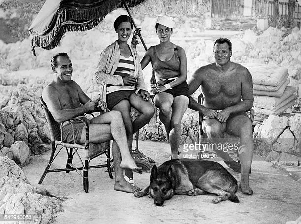 Spare time pictures Four English people holidaying in Antibes at the Cote d'Azur 1928 Published by 'Die Dame' 3/1928 Vintage property of ullstein bild