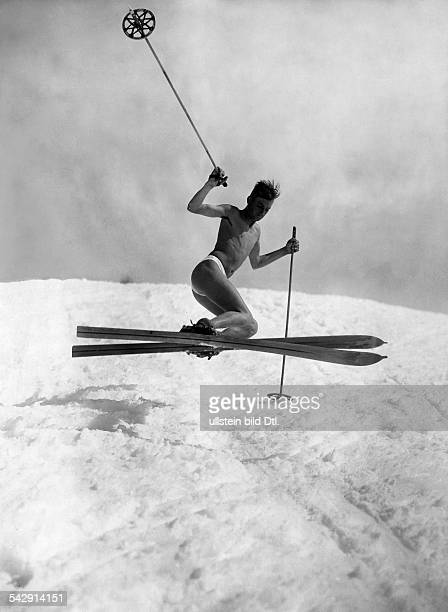 Spare time winter sports Nearly naked man skiing 1929 Published by 'Der Querschnitt' 2/1929 Vintage property of ullstein bild