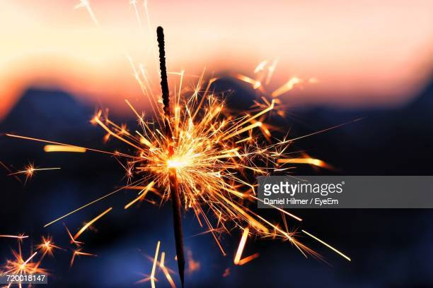 sparkler at night - sparkler stock pictures, royalty-free photos & images