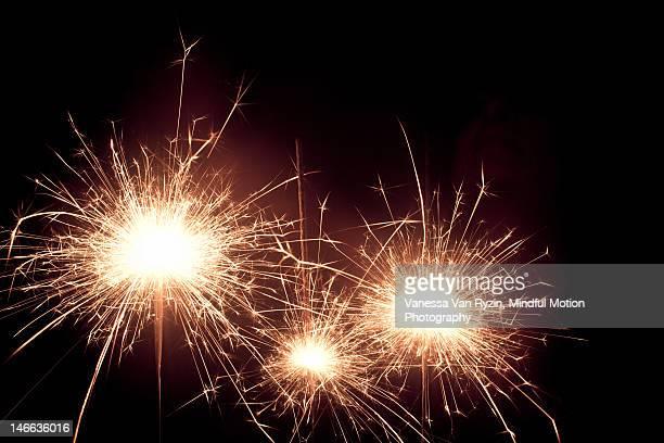 sparklers - vanessa van ryzin imagens e fotografias de stock