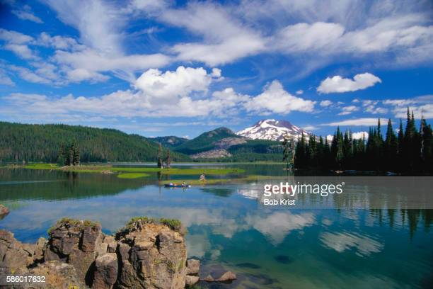 sparks lake and south sister volcano - deschutes national forest stock pictures, royalty-free photos & images