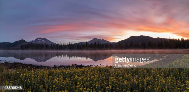 sparks lake at sunrise - deschutes national forest stock pictures, royalty-free photos & images