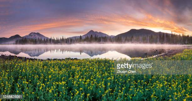 sparks lake in central oregon - deschutes national forest stock pictures, royalty-free photos & images