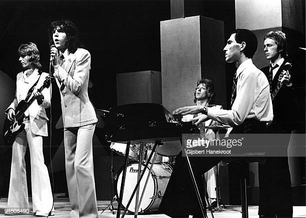 """Sparks perform live on stage at Hilversum, Netherlands in 1974 L-R Martin Gordon Russell Mael, Norman """"Dinky"""" Diamond Ron Mael Adrian Fisher"""