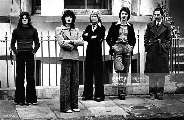 """Sparks posed in Amsterdam, Holland in 1975 L-R Trevor White, Russell Mael, Norman """"Dinky"""" Diamond, Adrian Fisher, Ron Mael"""