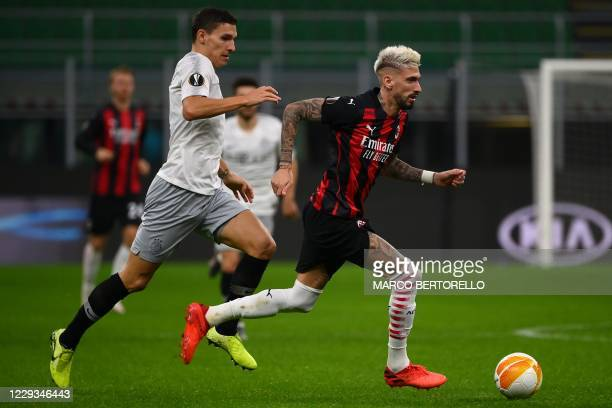 Sparta Praha's Czech midfielder David Pavelka fights for the ball with AC Milan's Spanish forward Samu Castillejo during the UEFA Europa League Group...