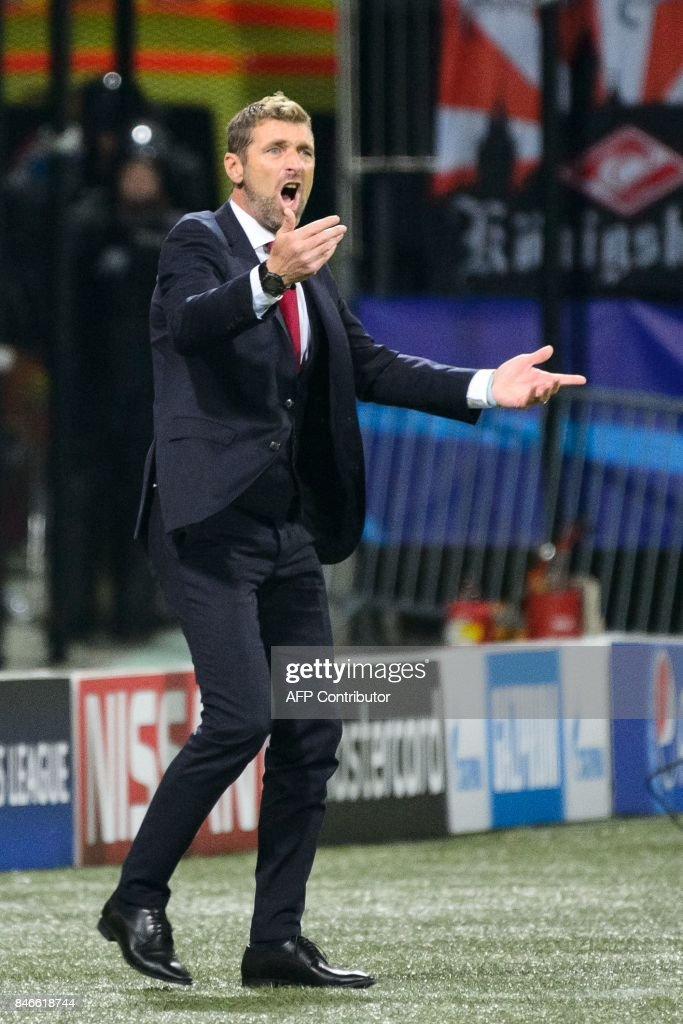 Spartak Moscow's Italian head coach Massimo Carrera reacts during the UEFA Champions League Group E football match between NK Maribor and FC Spartak Moscow at The Stadium Ljudski vrt in Maribor on September 13, 2017. / AFP PHOTO / Jure Makovec
