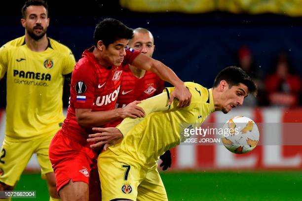 Spartak Moscow's Paraguayan midfielder Lorenzo Melgarejo challenges Villarreal's Spanish forward Gerard Moreno during the UEFA Europa League group G...