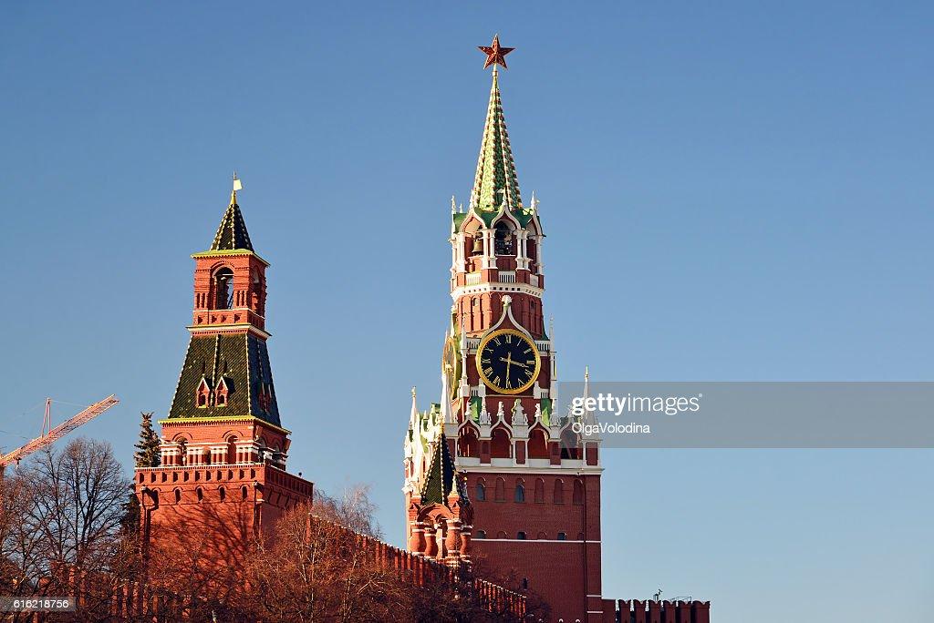 Spasskaya and Nabatnaya tower of Moscow Kremlin, Russia : Bildbanksbilder