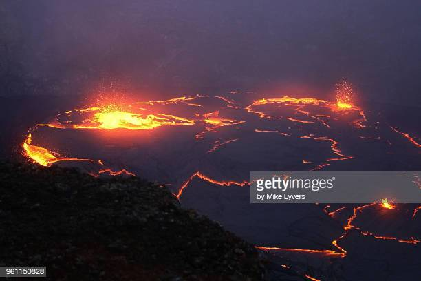 spattering in the lava lake that existed in the crater of pu'u o'o in may 2011 - pu'u o'o vent stock pictures, royalty-free photos & images