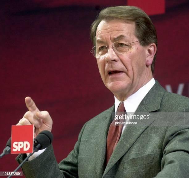 Generalsekretär Franz Müntefering erläutert am auf einer Pressekonferenz im Willy-Brandt-Haus in Berlin die Ergebnisse der vorangegangenen Sitzung...