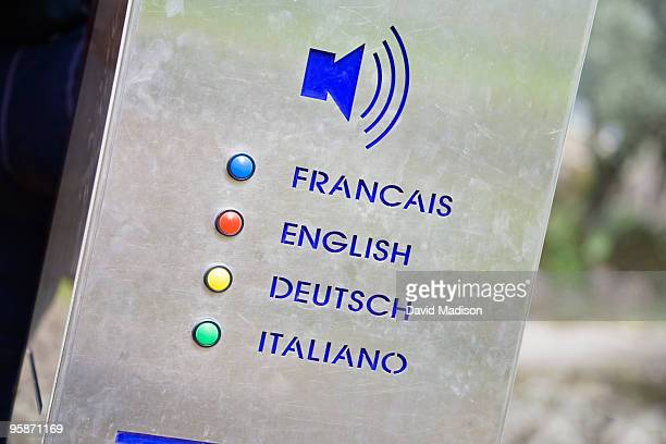 Speaker device in various languages.