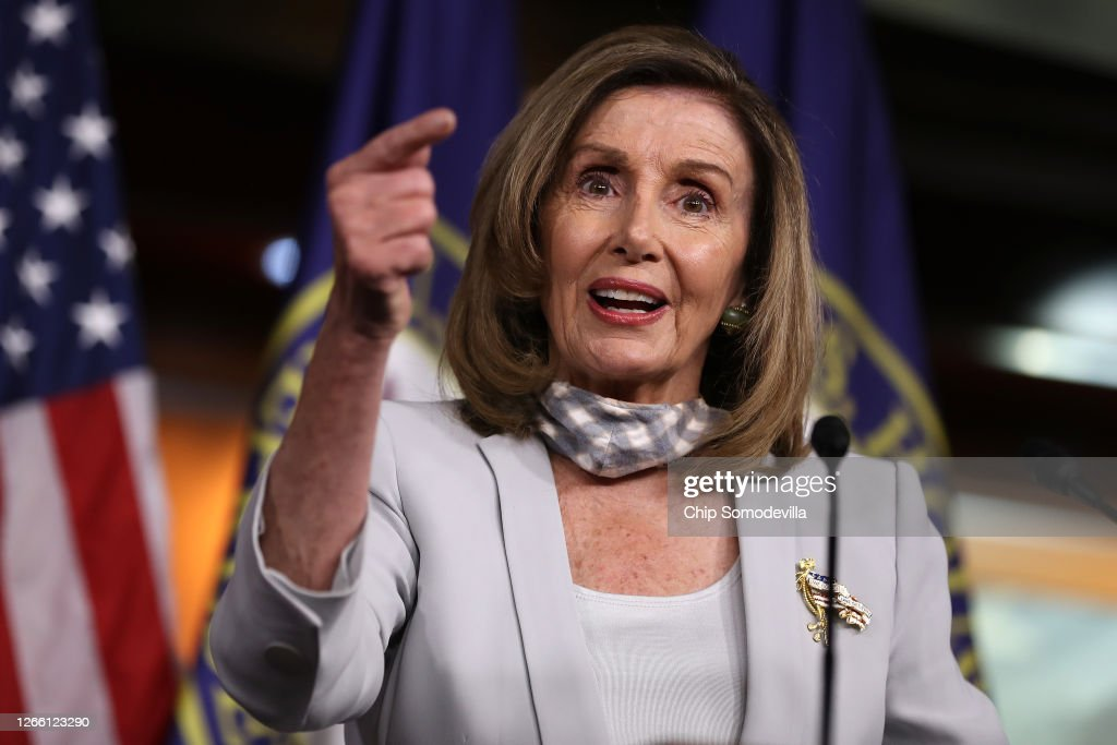Speaker Pelosi Holds Weekly News Conference On Capitol Hill : ニュース写真