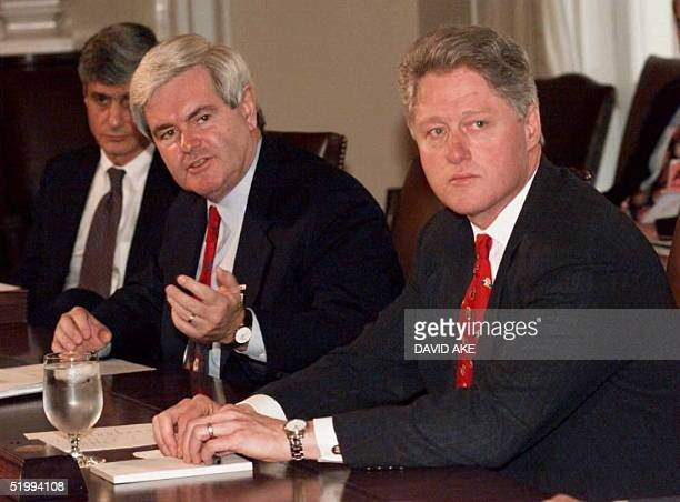 Speaker of the House Newt Gingrich and US President Bill Clinton begin a bipartisan meeting on the stalled budget talks at the White House 22...