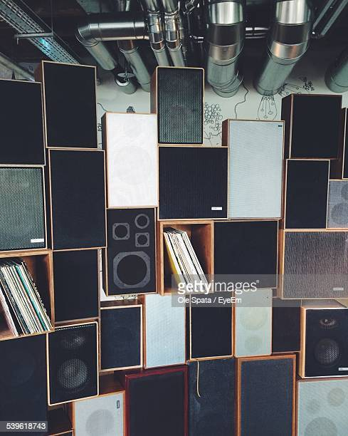 speakers in building - hi fi stock pictures, royalty-free photos & images