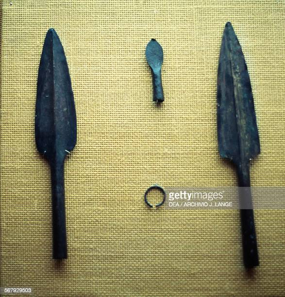 Spearheads and arrowheads from a tomb in Dhayah Sur Wadi Ras alKhaymah United Arab Emirates Wadi Suq civilisation 2nd millennium BC Ras Al Khaimah...