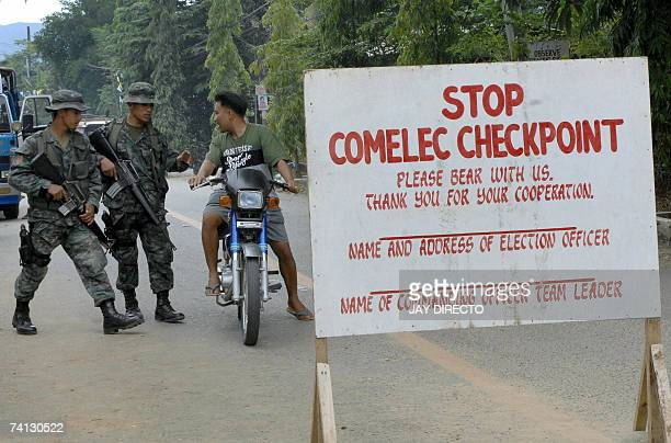 Special Action Force policemen check vehicles at a check point in he northern Philippine province of Abra 12 May 2007 as some 115000 Philippine...