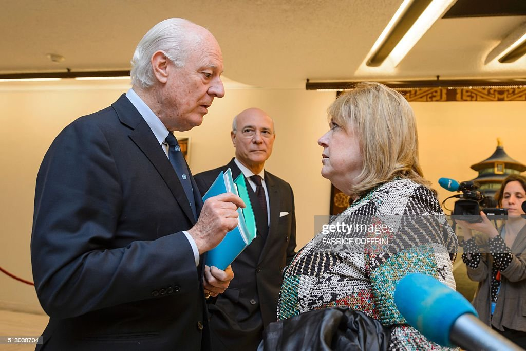 UN Special Envoy for Syria Staffan de Mistura (L) meets Argentinian Foreign Minister Susana on the sidelines of the main annual session of the United Nations Human Rights Council in Geneva on February 29, 2016. / AFP / FABRICE